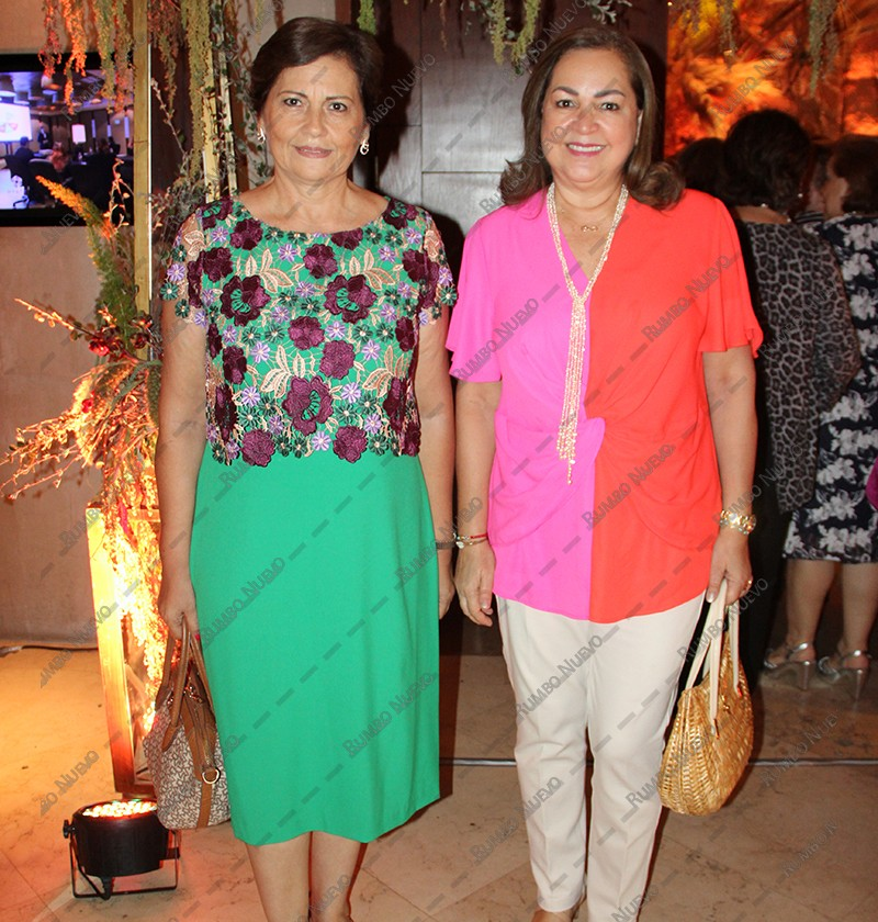 59 Magaly Priego y Lety Lavin (1)